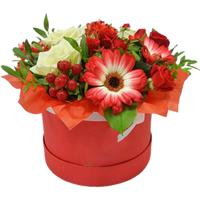 Hat box with roses and gerberas