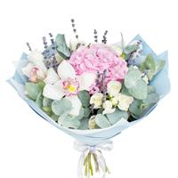 Bouquet from the pion-shaped rose and hydrangea