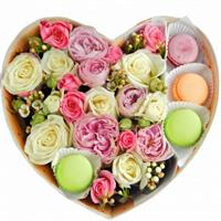 Box with roses, hypericum and macaroons