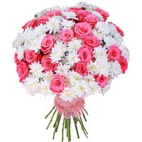 Bouquet of  chrysanthemums with roses