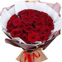 Bouquet of red roses with sisal
