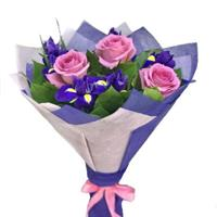 Bouquet with 3 pink roses and irises