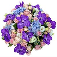Bouquet of roses, orchids, hydrangeas and eustomy.