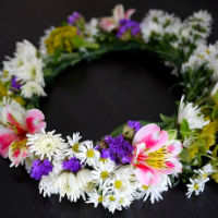 Wreath of alstroemeria, daisies and chrysanthemums