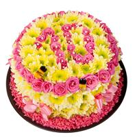 Cake of chrysanthemums and roses in decoration