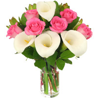 Bouquet of pink roses and calla lilies