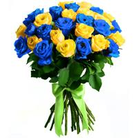 Bouquet of roses and blue statice