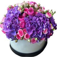 Sensual bouquet of pion-shaped roses and hydrangeas
