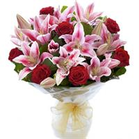 Bright bouquet of lilies and roses