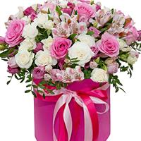 Box with roses and eustomams
